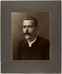 Portrait de Gaston Frommel, (Bibliothèque de Genève ; source http://www.notrehistoire.ch/medias/74242)